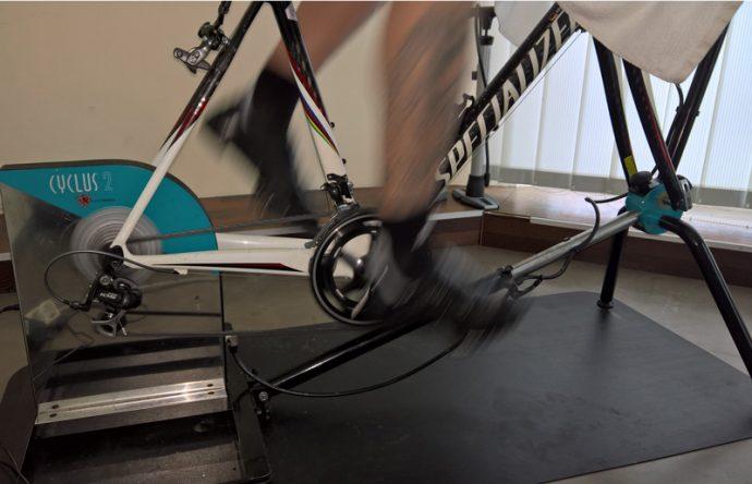 Cyclus-2-mit-eingespanntem-Rad